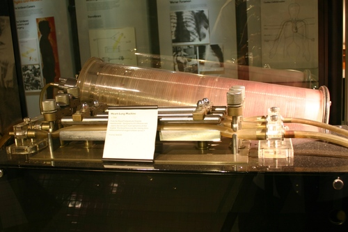 Heart-Lung%20machine%201958%2C%20Science%20Museum%2C%20London%20-%2003.JPG
