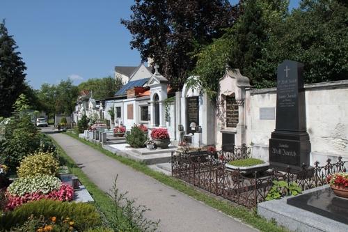 Adolf%20Jarisch%27s%20tomb%2C%20Leonhardfriedhof%2C%20Graz%20-%2001.JPG