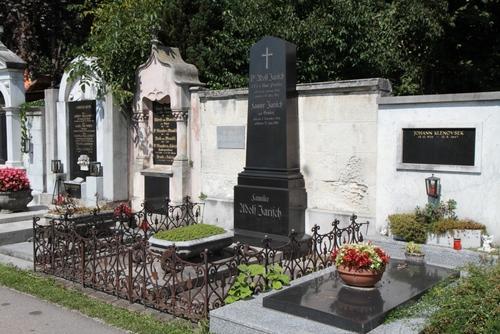 Adolf%20Jarisch%27s%20tomb%2C%20Leonhardfriedhof%2C%20Graz%20-%2002.JPG
