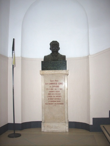 Ambrogio%20Cuneo%27s%20monument%2C%20Rapallo%2C%20Italy%20-%2001.JPG