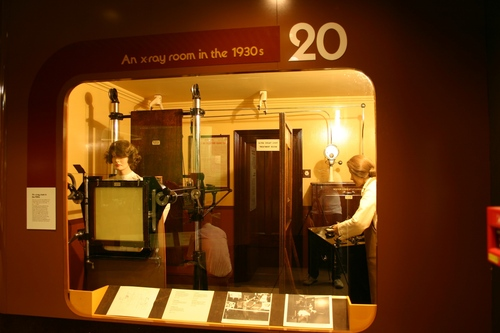 An%20X%20Ray%20Room%20in%20the%201930s%2C%20Science%20Museum%2C%20London%20-%2001.JPG