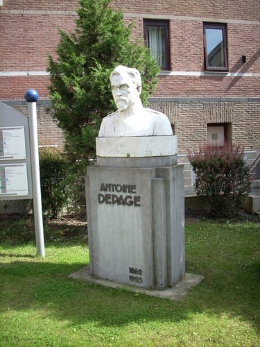 Antoine%20Depage%27s%20monument%2C%20Saint-Pierre%20Hospital%2C%20Brussels.JPG