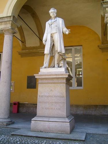 Bartolomeo%20Panizza%27s%20statue%201%2C%20Pavia%2C%20Italy.JPG