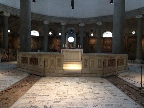 Basilica%20of%20Saint%20Stephen%20in%20the%20Round%2C%20interno%2C%201.jpg