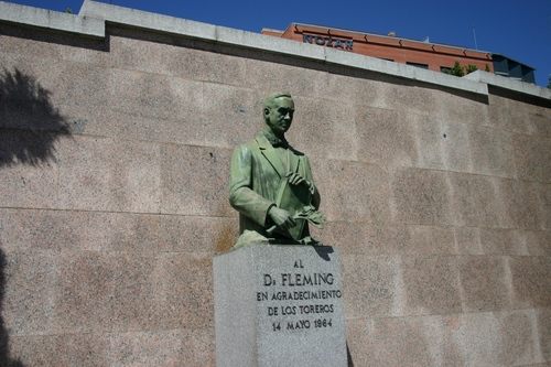 Bullfighters%27%20memorial%20to%20Alexander%20Fleming%2C%20Madrid%20-%2003.JPG