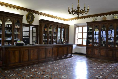 Casamari%27s%20pharmacy%2C%20Frosinone%20%2814%29.JPG