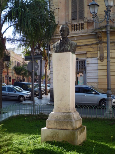 Monumento%20Cesare%20Braico.JPG