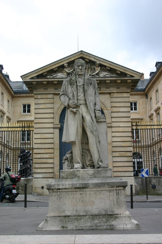 Claude%20Bernard%27s%20monument%2C%20College%20de%20France%2C%20Paris%20%282%29.JPG