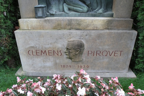 Clemens%20von%20Pirquet%27s%20tomb%2C%20Vienna%20-%2004.JPG