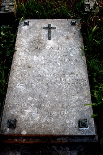 Dorothy%20Snell%27s%20tomb%20in%20Rome