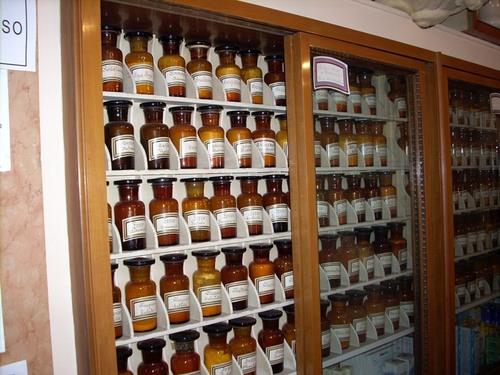 Farmacia%20dell%27Assunta%2C%20Carpi%20-%2007.JPG