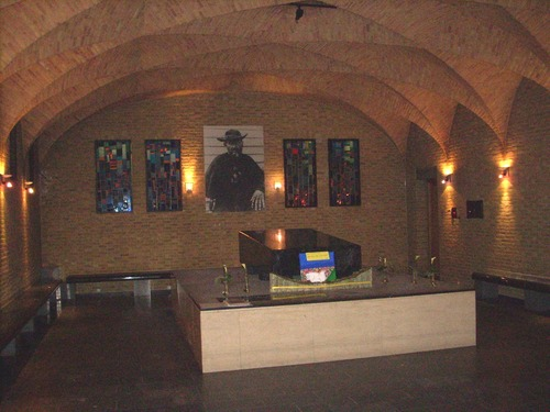 Father%20Damien%27s%20crypt%20and%20tomb%2C%20Saint%20Anthony%20Chapel%2C%20Leuven%20-%2005.JPG