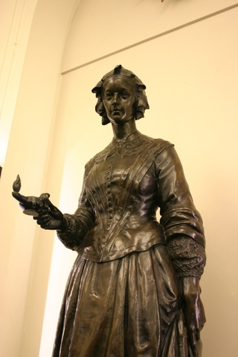 Florence%20Nightingale%27s%20monument%2C%20St%20Thomas%27%2C%20London%20-%2002.JPG
