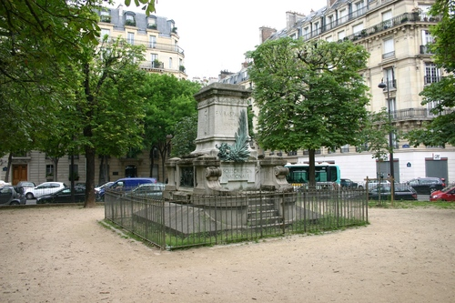 Fran%C3%A7ois-Vincent%20Raspail%27s%20mutilated%20monument%2C%20Paris%20%281%29.JPG