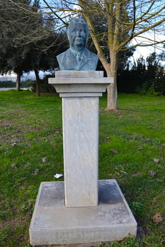 The%20bust%20of%20Gaetano%20Rummo%20in%20the%20park.JPG