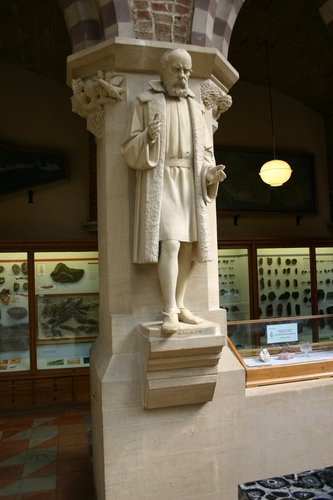 Galileo%20Galilei%27s%20statue%2C%20Oxford%20University%20Museum%20of%20Natural%20History%2C%20Oxford%20-%2001.JPG