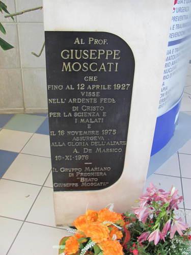 Giuseppe%20Moscati%27s%20bust%20in%20Avellino1.JPG
