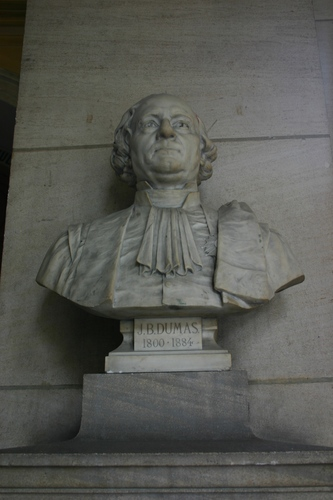Jean-Baptiste%20Dumas%27%20bust%2C%20Grand%20Hall%2C%20Universit%C3%A9%20Paris%20Descartes%2C%20Paris%20%283%29.JPG
