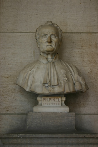 Philippe%20Pinel%27s%20bust%2C%20Grand%20Hall%2C%20Universit%C3%A9%20Paris%20Descartes%2C%20Paris%20%281%29.JPG