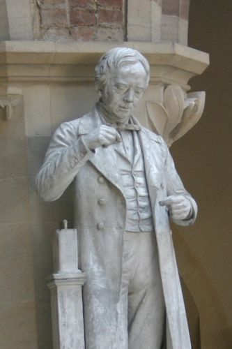 Hans%20Oersted%27s%20statue%2C%20Oxford%20University%20Museum%20of%20Natural%20History%2C%20Oxford%20-%2002.JPG