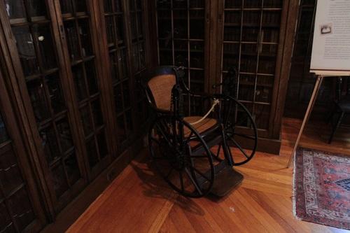 Historical_Library_Pennsylvania_Hospital_Philadelphia_2.jpg