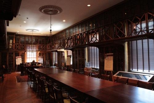 Historical_library_Pennsylvania_Hospital_Philadelphia_1.jpg
