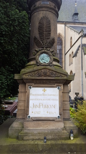 Jan%20Evangelista%20Purkyne%27s%20tomb%2C%20Prague%20%28by%20Michele%20Riva%29.jpg
