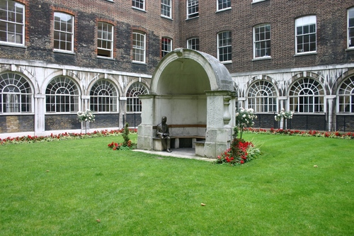 John%20Keats%27%20monument%2C%20Guy%27s%20Hospital%2C%20London%20-%2001.JPG