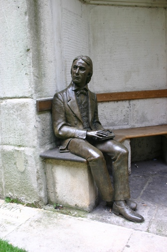 John%20Keats%27%20monument%2C%20Guy%27s%20Hospital%2C%20London%20-%2002.JPG