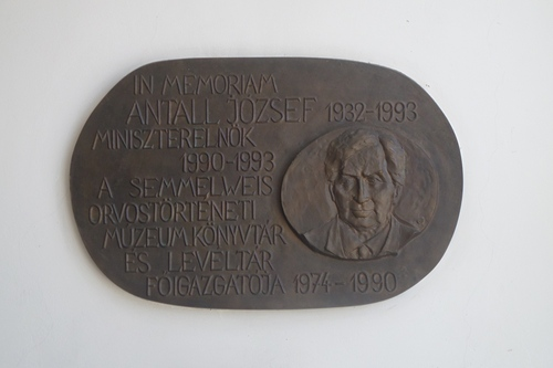 J%C3%B3zsef%20Antall%27s%20memorial%20tablet%2C%20Semmelweis%20Museum%2C%20Budapest%20%28by%20Gabriella%20Facchinetti%29.JPG