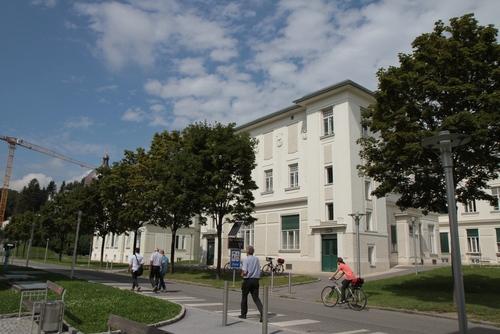 Landeskrankenhaus-Universit%C3%A4tsklinikum%2C%20Graz%20%20-%2004.JPG