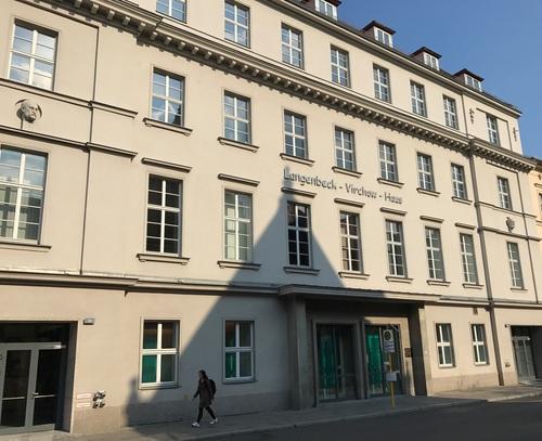 Langenbeck-Virchow-Haus%2C%20Berlin%20%28by%20Luca%20Ambrosio%29%20-%2001.JPG