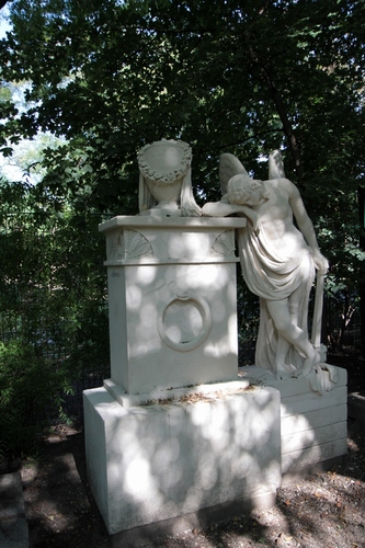 Leopold%20Auenbrugger%27s%20tomb%20%28disappeared%29%2C%20Grabmalhain%20Waldmuller%20Park%2C%20Vienna%20-%2004.jpg
