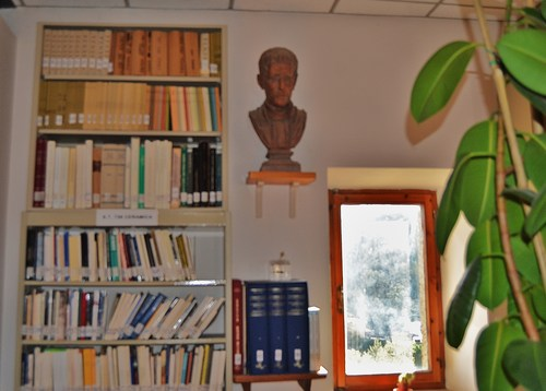 Paolo%20Ruffini%27s%20bust%2C%20school%20library%2C%20Valentano-05.JPG