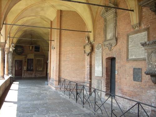 Basilica%20of%20Sant%27Antonio%20courtyard%2C%20Padua%20-%2004.JPG