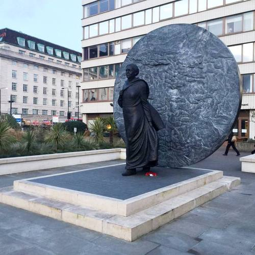 Mary%20Seacole%27s%20monument%2C%20St%20Thomas%20Hospital%2C%20London%20%28by%20Adrian%20Thomas%29.jpg