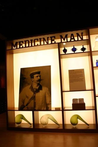 Medicine%20Man%2C%20The%20Wellcome%20Building%2C%20London%20-%2001.JPG