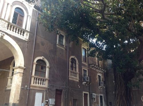 Palazzo%20Tezzano%2C%20Catania%205.JPG