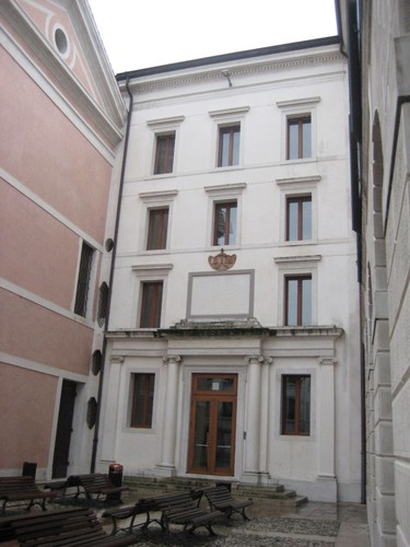 07P-Palazzo%20Dogana%20da%20Piazza1.jpg