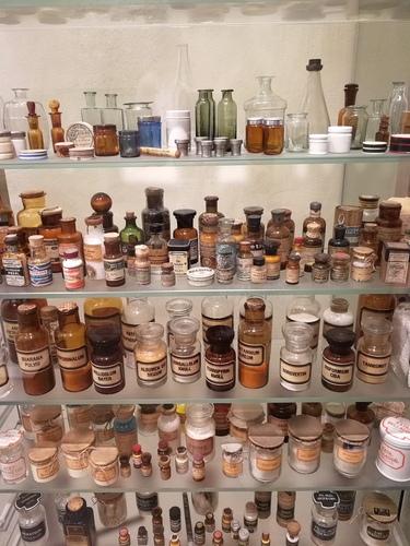 Pharmaziemuseum%20-%20Museo%20della%20farmacia%20-%208.JPG