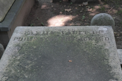 Philip%20Syng%20Physick%27s%20tomb%2C%20Christ%20Church%20Cemetery%2C%20Philadelphia%20-%2003.jpg
