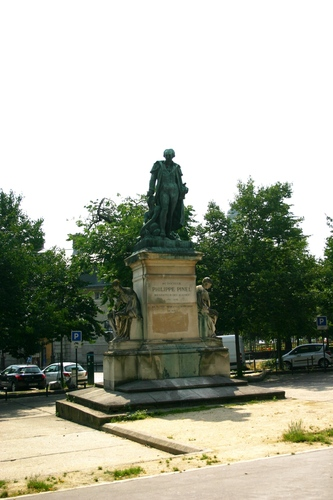 Philippe%20Pinel%27s%20monument%2C%20Hopital%20de%20la%20Salpetriere%2C%20Paris%20-%2001.JPG