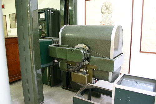Picker%20X-ray%20Generator%2C%20Museo%20Anatomico%2C%20Siena%2C%20Italy%20-%2002.JPG