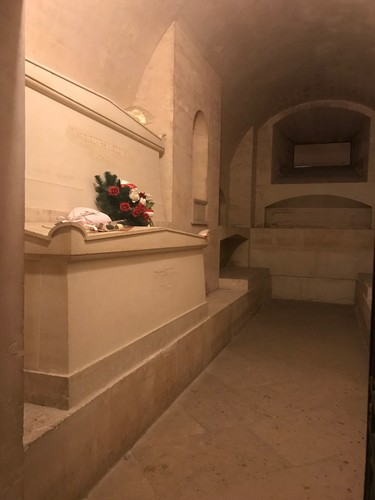 Pierre%20e%20Marie%20Curie%27s%20tomb%202.JPG