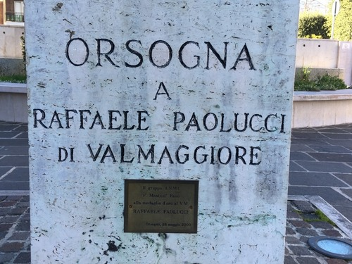 Raffaele%20Paolucci%27s%20statue%2C%20Orsogna%20%282%29.JPG
