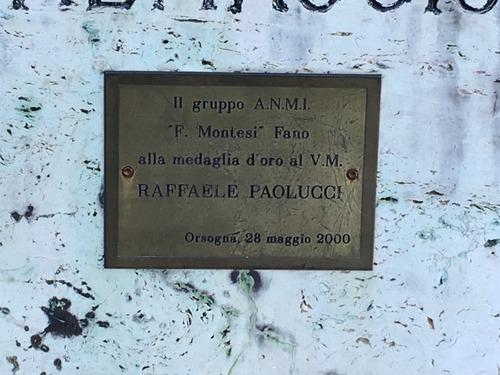 Raffaele%20Paolucci%27s%20statue%2C%20Orsogna%20%283%29.JPG