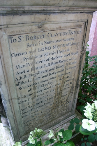 Robert%20Clayton%27s%20monument%2C%20St%20Thomas%27%2C%20London%20-%2003.JPG