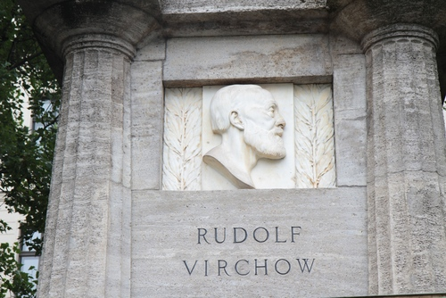 Rudolf%20Virchow%20monument%2C%20Berlin%20-%2003.JPG