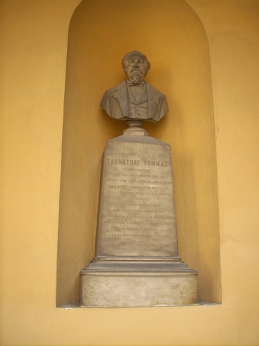 Salvatore%20Tommasi%20monument%2C%20University%2C%20Pavia%20-%201.jpg