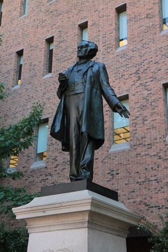 Samuel%20David%20Gross%20monument%2C%20Jefferson%20Medical%20School%2C%20Philadelphia%20-%2003.JPG
